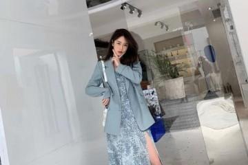 春夏怎样穿才高雅高贵雾霾蓝同色系穿搭新鲜舒适还让你上档次