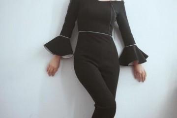 闻名主持人张蕾气质开挂摩卡波波头配黑色连体裤减龄时尚
