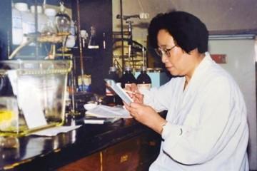 屠呦呦青蒿素是中医药献给世界的礼物